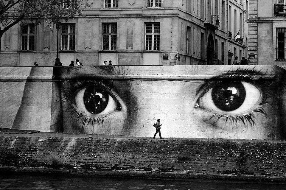 Women are Heroes – JR Artist – Ile Saint Louis – © Laurence Garçon